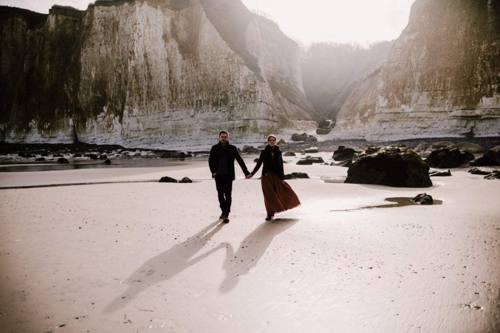 couple marche plage moutiers normandie