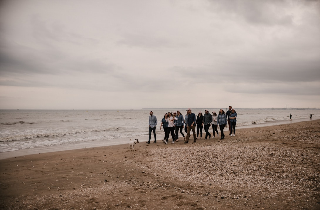 sur la plage de Deauville balade pendant l'EVJF