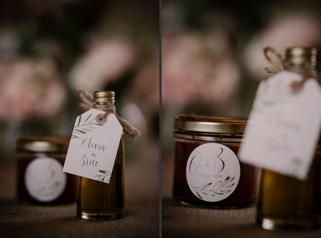 cadeaux des invités, huile d'olive et confiture de tomates