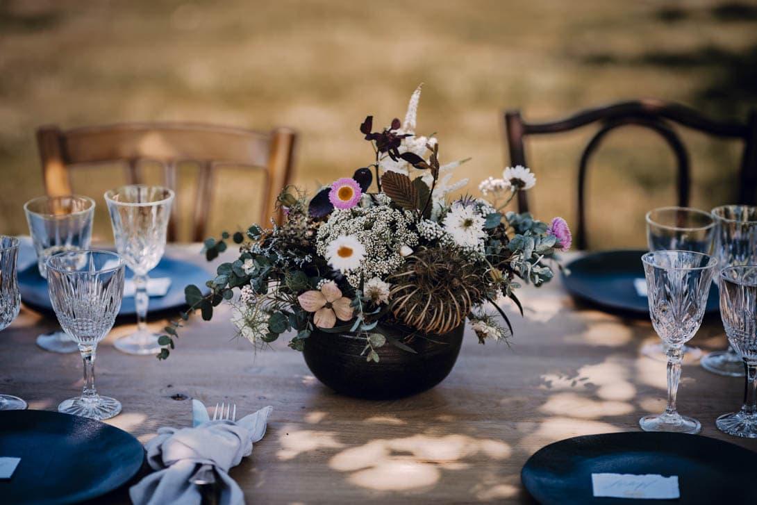 fleur et décoration de la table du mariage champêtre
