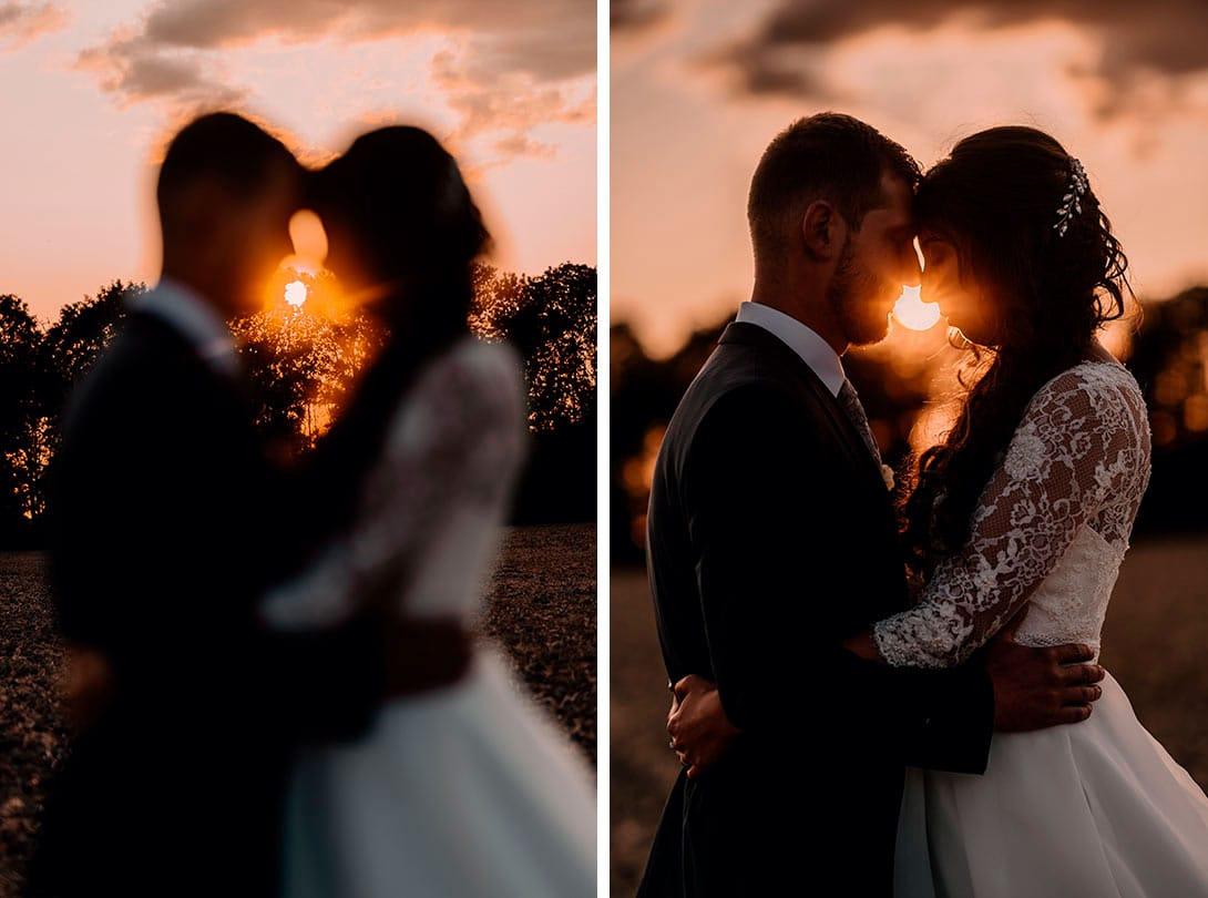 couple à la golden hour le soir de leur mariage