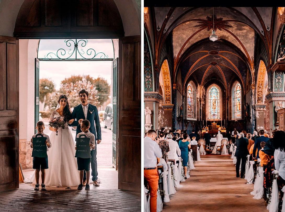 entrée de la mariée et enfants avec panneaux de la cérémonie de mariage
