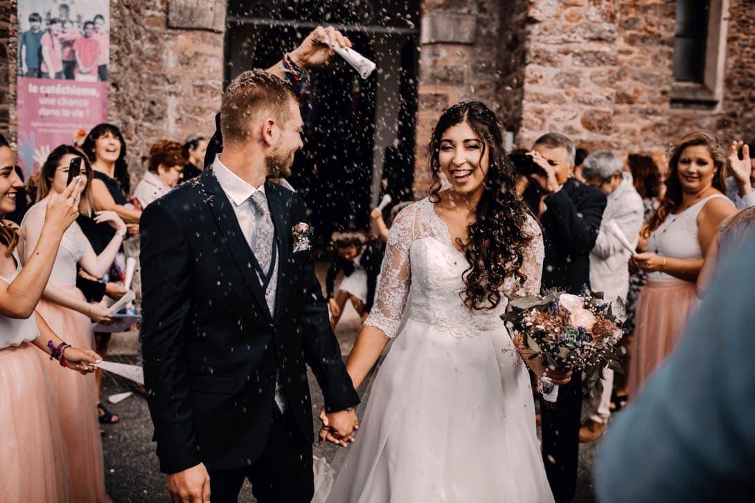 sortie de la cérémonie du mariage avec de la lavande