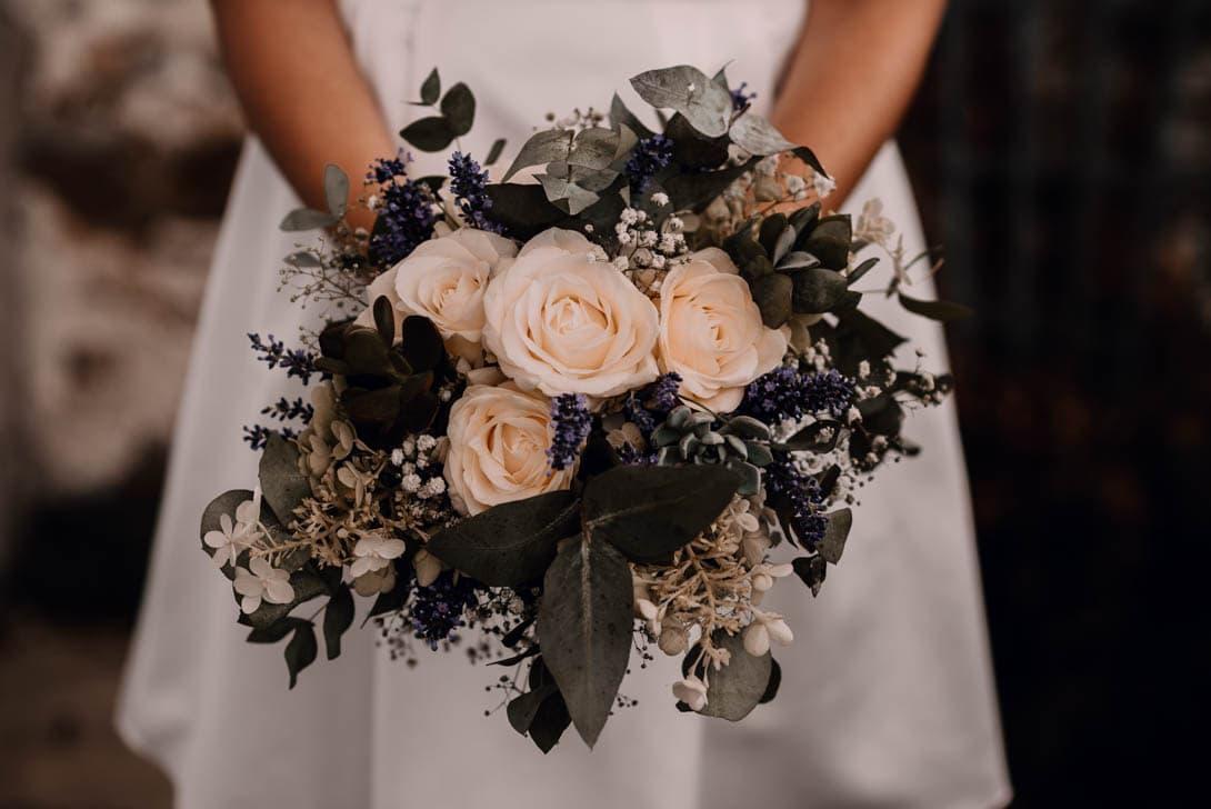 photographe bouquet blanc et vert de la mariée