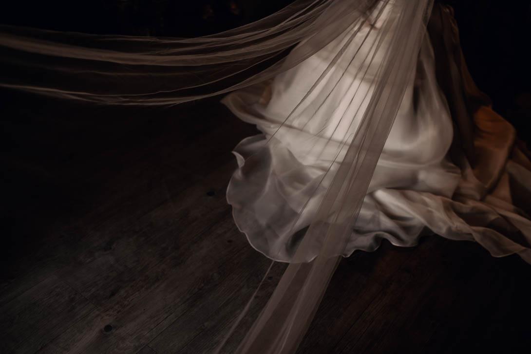 robe de la mariée avec traîne en dentelle