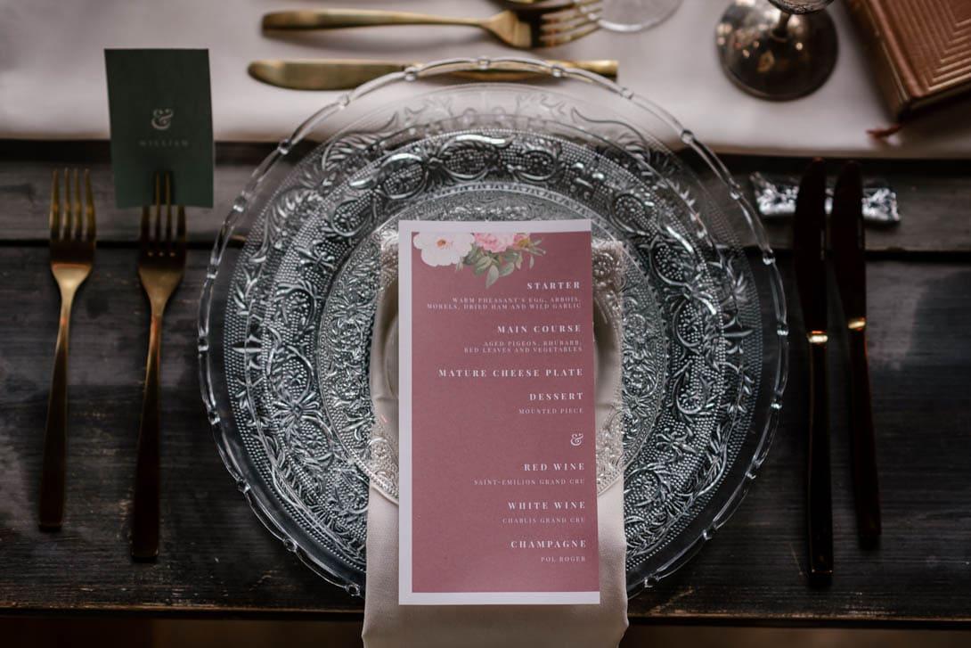 détail assiette et papeterie shooting inspiration les bonnes joies, vaisselle vintage