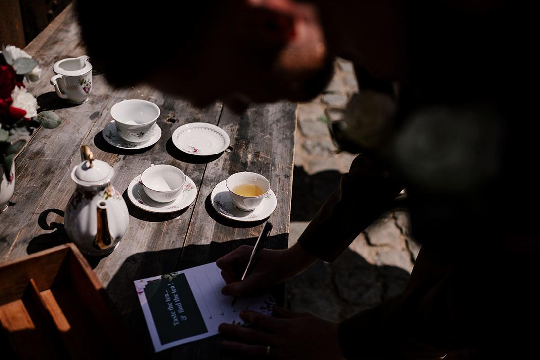 jeu du thé les bonnes joies dans la cour