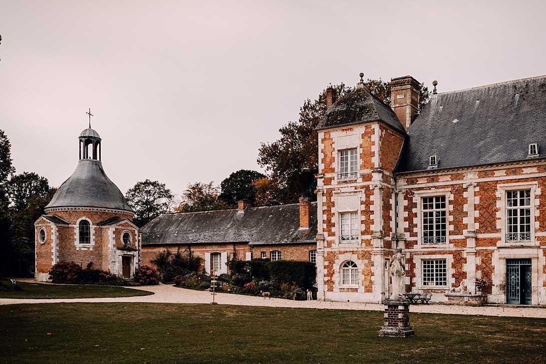 château de bonnemare et sa chapelle en automne