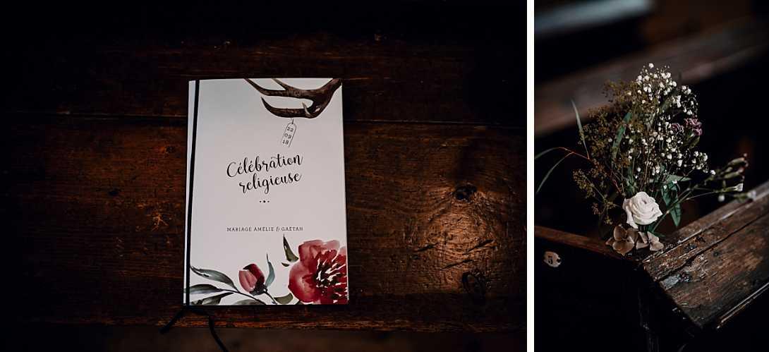 livret de messe du mariage et décoration, fleurs sur un banc