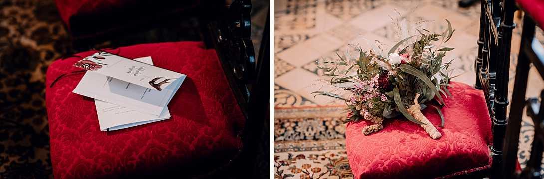 livret de messe et bouquet de mariage dans l'église