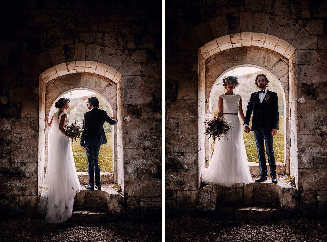 couple de marié à l'intérieur de l'Abbaye de Notre-Dame de Fontaine Guérard